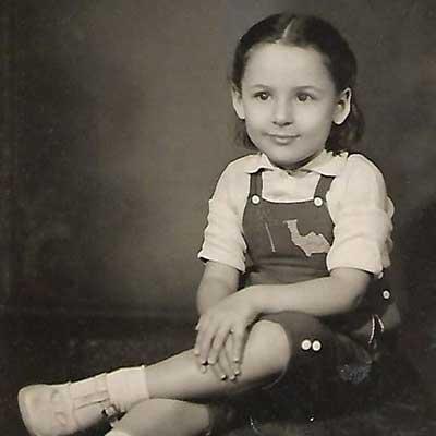L'artista Adriana Sotero da bambina